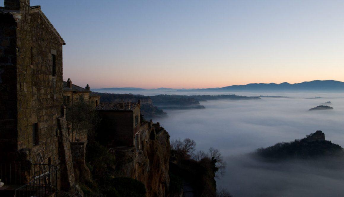 Vista giardino Palazzo Contino - La valle di Bagnoregio all'alba